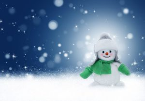 Снеговик на голубом фоне